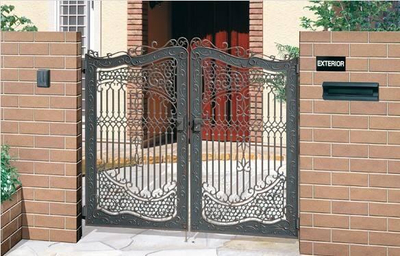 門扉リフォームで外構をオシャレに!設置のメリットや選び方、施工例を紹介