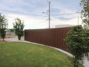 素敵なウッドフェンスの施工例を大公開!かかる費用や木材選びの秘訣とは?