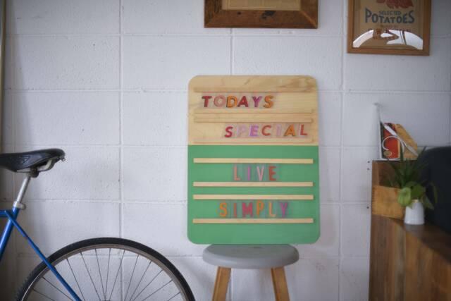"""家族みんなで""""言葉""""を贈ろう!憧れおしゃれカフェ風飾れるメッセージボードをDIY"""