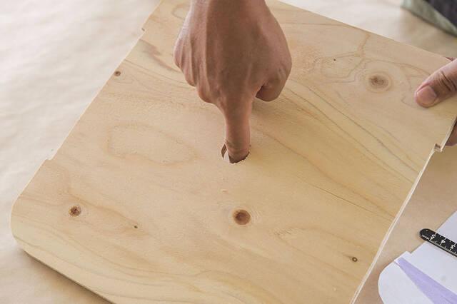 """""""仕舞えるだけ""""の収納で満足?汚れも防げる超快適サイドテーブルをDIY"""