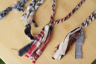 シャツの端材を使った裂き編みネックレス