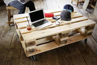 パレットでローテーブルをDIY!2つ重ねて作る収納付きテーブル。
