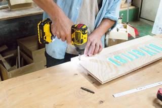 たった2枚の板で作れる!壁掛けオーガナイザーをDIY! | DIYer(s)│リノベと暮らしとDIY。