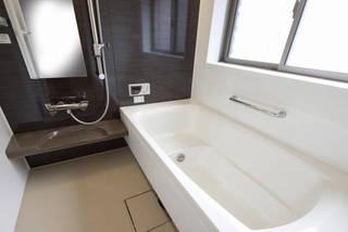 お風呂の鏡交換はいくらかかる?自分でできるの?依頼の予算とDIY方法!   DIYer(s)│リノベと暮らしとDIY。