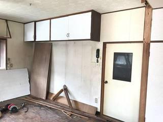 【DIYリノベ】壁に埋め込まれた棚の謎に迫る!解体と塗装でオシャレ空間に大変身?! | DIYer(s)│リノベと暮らしとDIY。