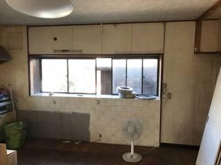 【DIYリノベ】古びたタイル壁がスタイリッシュに!壁板はボンドで貼れるの?? | DIYer(s)│リノベと暮らしとDIY。