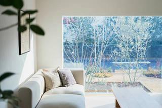 切り取る景色がインテリア。たっぷりの自然光で優しく照らす『窓の家』。 | DIYer(s)│リノベと暮らしとDIY。