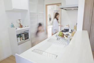 キッチンの通路幅、快適暮らしの理想は何cm?幅別に使い心地をご紹介 | DIYer(s)│リノベと暮らしとDIY。