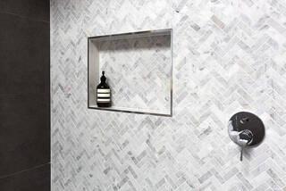 ヘリンボーン壁紙でイメチェン!クラシカルなお部屋を作る参考実例 | DIYer(s)│リノベと暮らしとDIY。