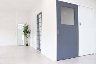 引き戸でも和室感ゼロ!?塗装と有孔ボードでモダンリメイク | DIYer(s)│リノベと暮らしとDIY。