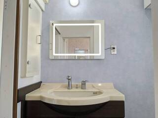 お洒落な暮らしはこう作る!LEDミラー×輸入壁紙でホテルライクな洗面所をDIY   DIYer(s)│リノベと暮らしとDIY。